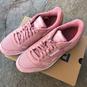 Classic Reebok pink white mens 7.5 or 9 woman's NWT